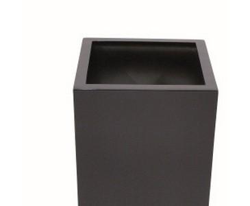 Blumenkübel, aus Kunststoff mit ca. 6,30kg, schwarz lackiert, Durch. ca. 40cm, Höhe 80cm