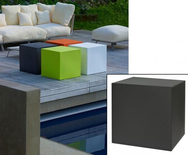 Kube zum Sitzen oder Stapeln als Würfel in schwarz mit 40x40cm aus Kunststoff